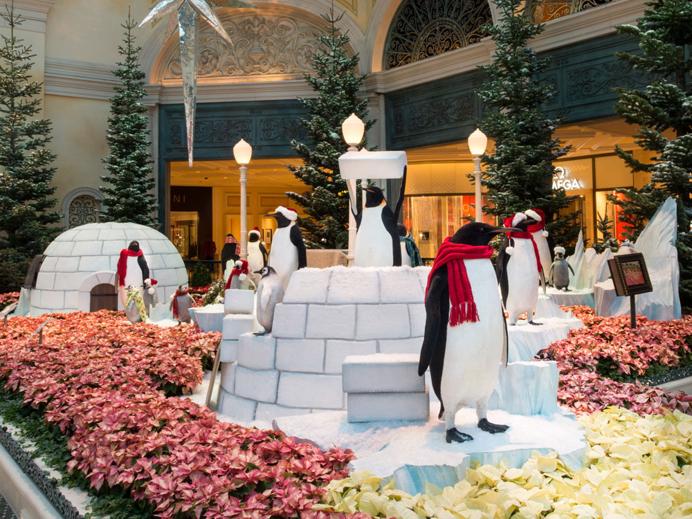 Vegas holiday lights and decor not to miss for When does las vegas decorate for christmas