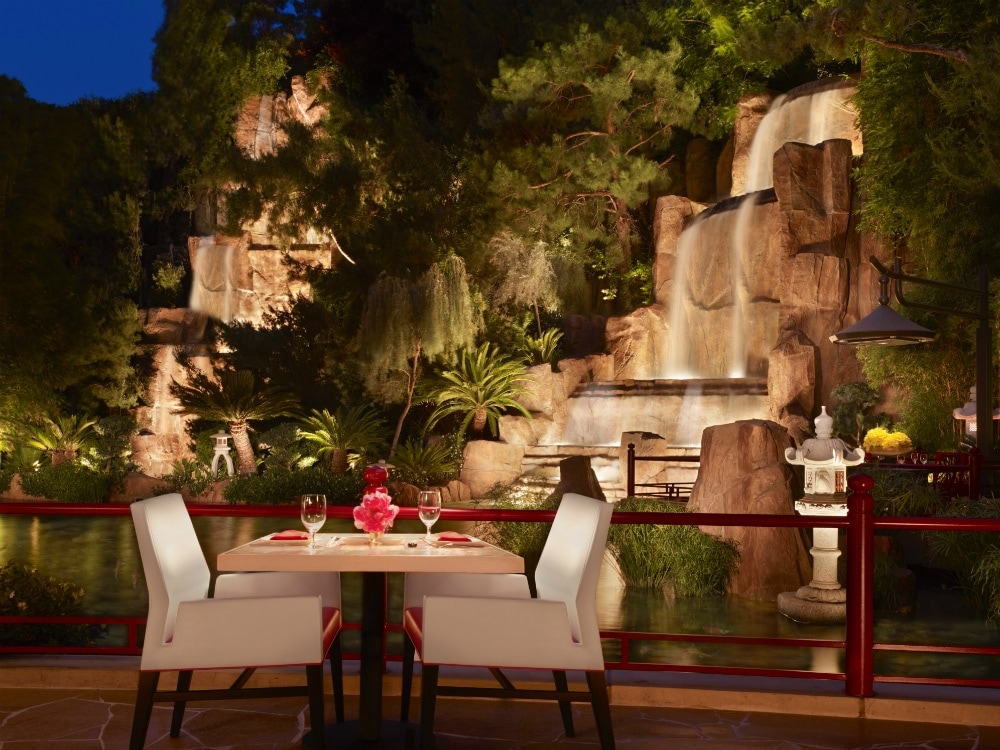 Top sushi dishes at vegas restaurants to eat this summer for Koi pond wynn